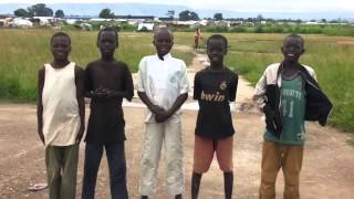 Qartveli jariskaci amgerebs afrikel bavshvebs - ქართველი ჯარისკაცი ამღერებს აფრიკელ ბავშვებს