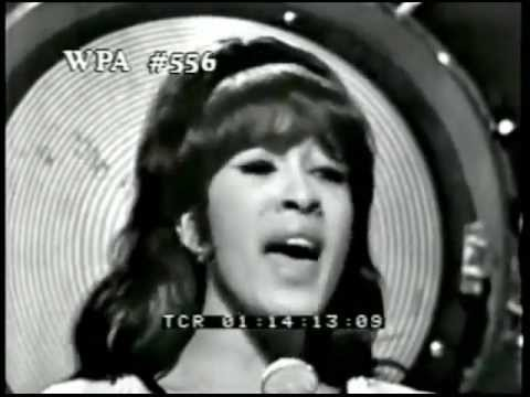 You Baby - The Ronettes - Christmas 1965 - Music Video
