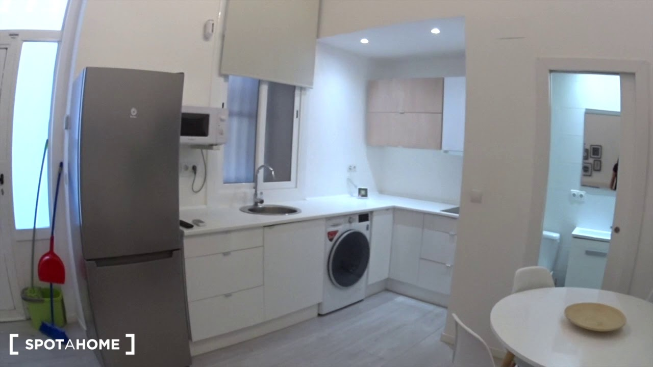 Stylish  Bedroom Apartment With Ac For Rent Near The Beach In La Barceloneta