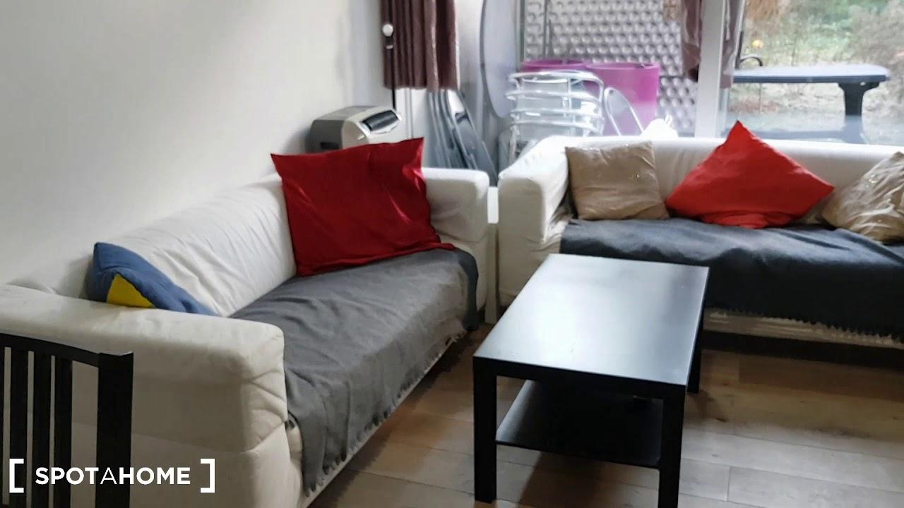 Double bed in Rooms for rent in comfortable 3-bedroom apartment in Ixelles