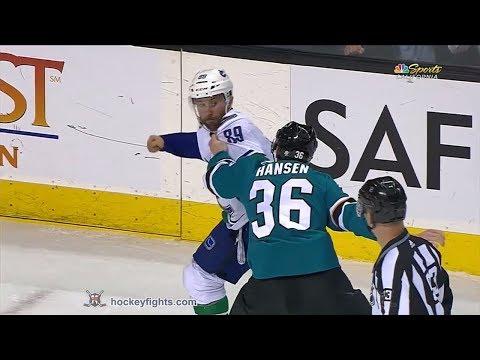 Jannik Hansen vs. Sam Gagner