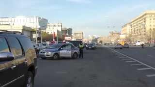 Смотреть онлайн Машина ДПС остановила Майбах в кортеже