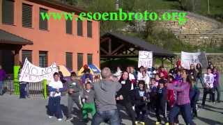 preview picture of video 'Preparación para el baile Manifestación 4 Mayo - ESO en Broto YA!'