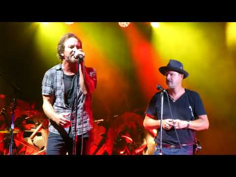 Pearl Jam - Red Mosquito with Danny Clinch - Fenway Park (September 4, 2018)