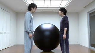 两个小伙意外死亡,来到神秘黑球空间,打外星人攒满100分就能重生!