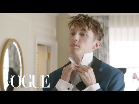 Troye Sivan Gets Ready For His First Golden Globes | Vogue Mp3