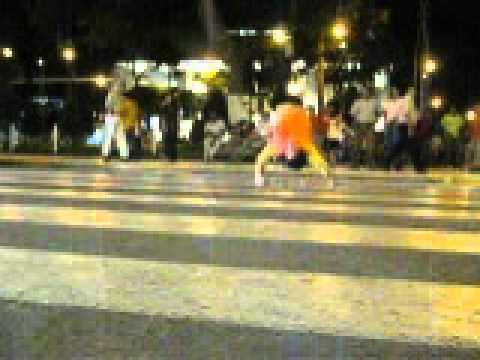 break dance en semaforo chiclayo phi