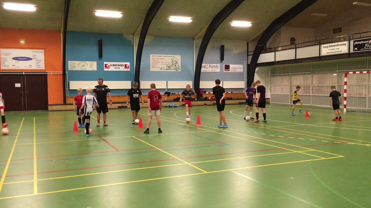 I Aarup BK har de succes med Futsaltræning på tværs af mange årgange
