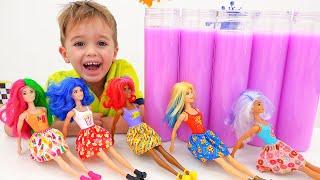 Vlad và Nikita chơi với búp bê Barbie màu tiết lộ