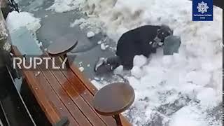Ukraina: Pieszy potrącony i zraniony przez blok spadającego lodu w Kijowie