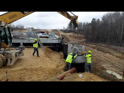 Montaż studni kanalizacyjnej kanału 35D, S19 w km 39+200