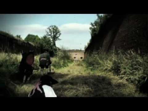 Malá bílá vrána - Malá bílá vrána - Alej (Official Music Video)
