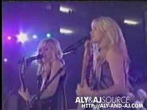 "Aly & AJ Performing ""Greastest Time Of Year"" - Jonasbrothersweb"
