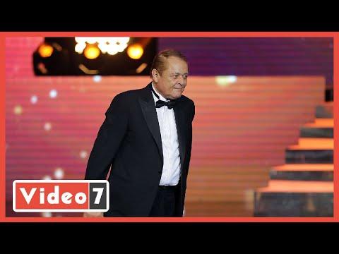 وزيرة الثقافة تكرم الراحل محمود عبد العزيز..ونجله يتسلم الجائزة