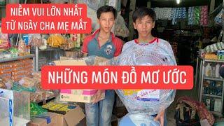 Anh em mồ côi phụ hồ kiếm sống được Khương Dừa dẫn đi mua những món đồ đắt tiền