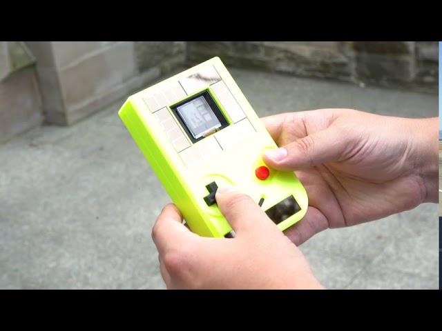 Новый Game Boy работает без батареек – но гаснет каждые 10 секунд