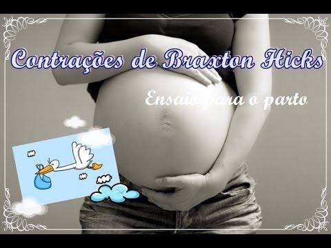 Em contração das recém-nascidos pernas