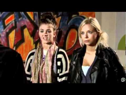 Sophie & Sian (Coronation Street) – November 15 2010 – Preview