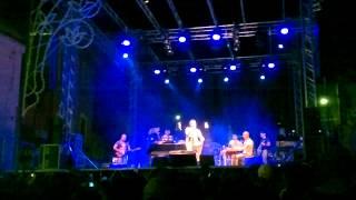 preview picture of video 'E tu mi Manchi...Gigi Finizio Live S.Maria a Vico'