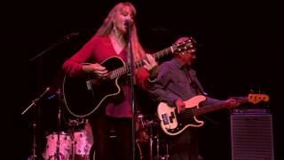 Love been a little bit hard on me - Juice Newton live