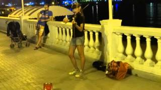геленджик 2015 набережная девушка играет на скрипке