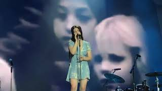 Lana del rey sings white mustang for the first time live in Paris