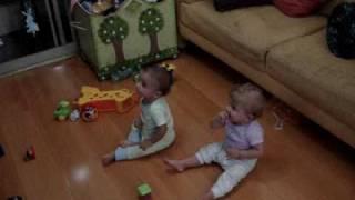 Enzo E Valentina Curtindo Uma Musica Sertaneja
