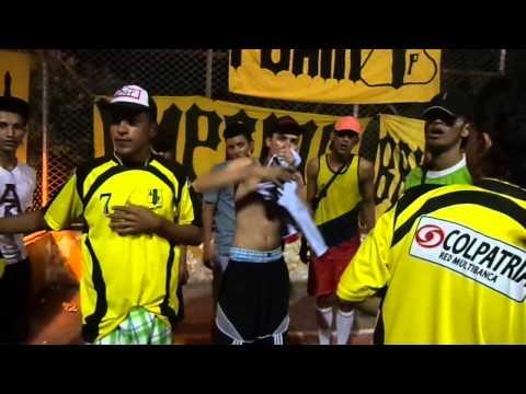 """ANARKIA   ( MALVINAS 1990)"" Barra: Dominio Aurinegro • Club: Alianza Petrolera"