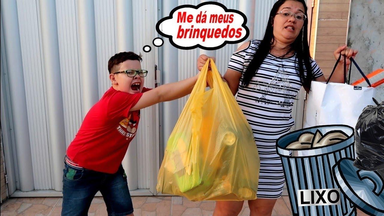 TROLLEI O IGOR JOGANDO OS BRINQUEDOS DELE NO LIXO Screenshot Download