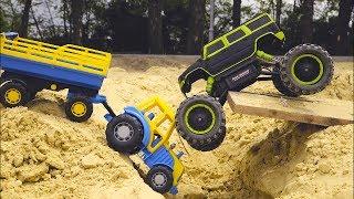 Играем в Большой песочнице с синим трактором и тест драйв монстр трака