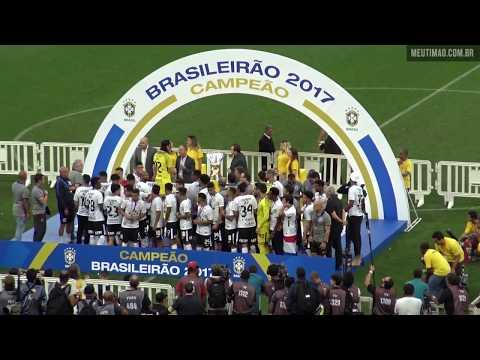 Corinthians ergue a taça de Heptacampeão Brasileiro