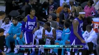 Sacramento Kings – Charlotte Hornets woman