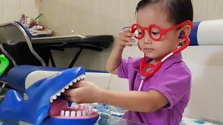 Trò Chơi Tin Làm Bác Sĩ Khám Răng Cá Mập ✔ Bé Tập Làm Bác Sĩ Đồ Chơi | Kids Toy Media
