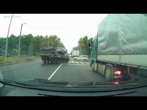 БМД на повороте ударила автомобиль Skoda