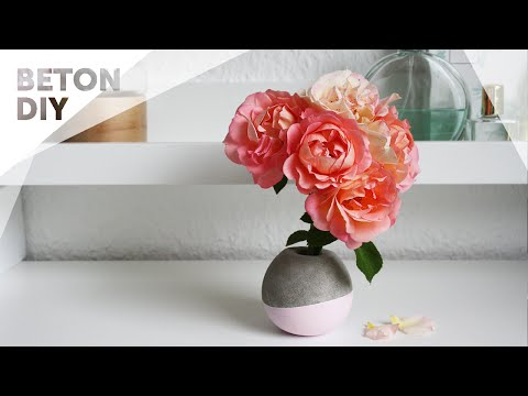 Kleine Blumenvase - Deko aus Beton