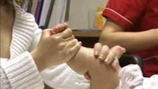 Masaje en las Piernas a un Bebé  Facemama.com