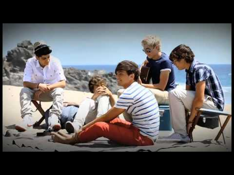 ***NO COPYRIGHT INFRINGEMENT INTENDED***  One Direction covers Jason Mraz's - I'm Yours on the set of the What Makes You Beautiful music video.  Follow me on Twitter - @LetMeLoveLou Tumblr - isnt1Dlovely.tumblr.com