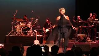 "Thelma Houston performs ""Don't Leave Me This Way"""