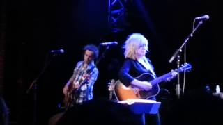 Lucinda Williams   Tryin' to get to heaven before they close the door (Bob Dylan)