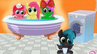 День в ванной с карманными поняшками и черная пони. Мультик игра для детей. My little pony.