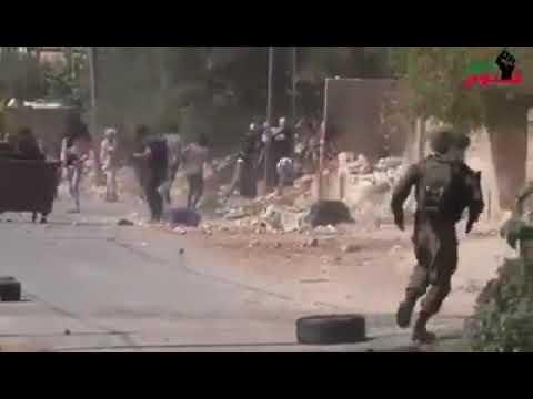 شاهد- ضابط احتلالي اسرائيلي يضرب جنوده بسبب جبنهم في مواجهات كفر قدوم اليوم