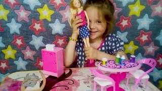 Распаковка и обзор подарка.  Кукла с холодильником