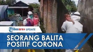 Viral Video Bocah 2 Tahun Positif Corona di Palembang Tak Menangis saat Dijemput Tim Medis
