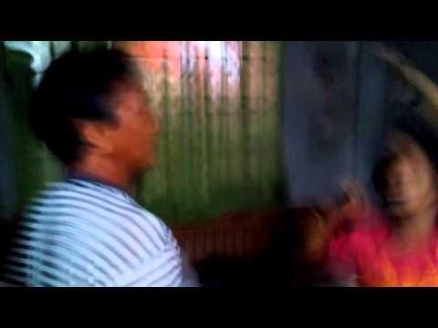 Maliit na sanggol suckles at hindi pagkakaroon ng timbang