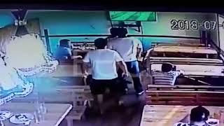 Двое полицейских в Казахстане избили хозяина кафе «Сушняк»