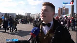 Студенты и школьники Барнаула отметили «Крымскую весну» флешмобом в центре города