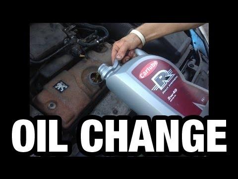 Der Toyota raw 4 2.0 Benzin der Aufwand