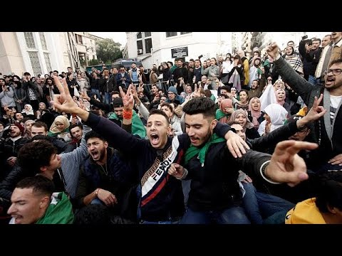 Young Algerians call out dinosaur elite ahead of divisive polls