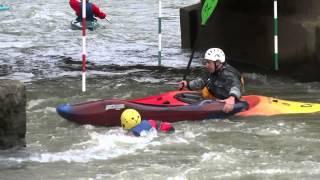 preview picture of video 'Séance kayak dans le rouleau de la grande vanne à st-benoît le 22-02-2014'