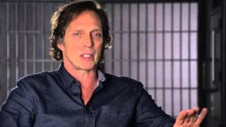 CROSSING LINES 2 - Interview with WILLIAM FICHTNER playing CARL HICKMAN